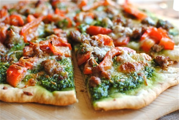 sausage, red bell pepper, and spinach pesto pizza