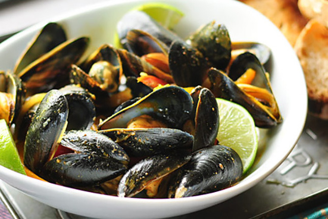 Cancel those dinner reservations. Whip up these Red Thai Curry Mussels instead.