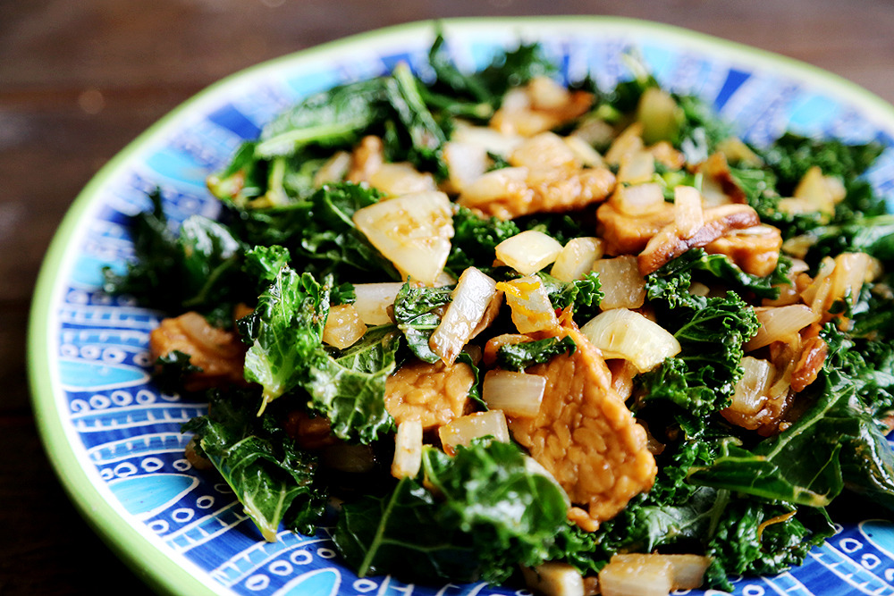 (via Orange Tempeh and Kale Rice Bowl with Shiitake Mushrooms and Onions Divine Healthy Food)