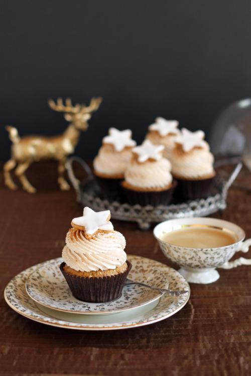 Hazelnut Cinnamon Cupcakes with Cinnamon Mascarpone Frosting City-Cupcakes